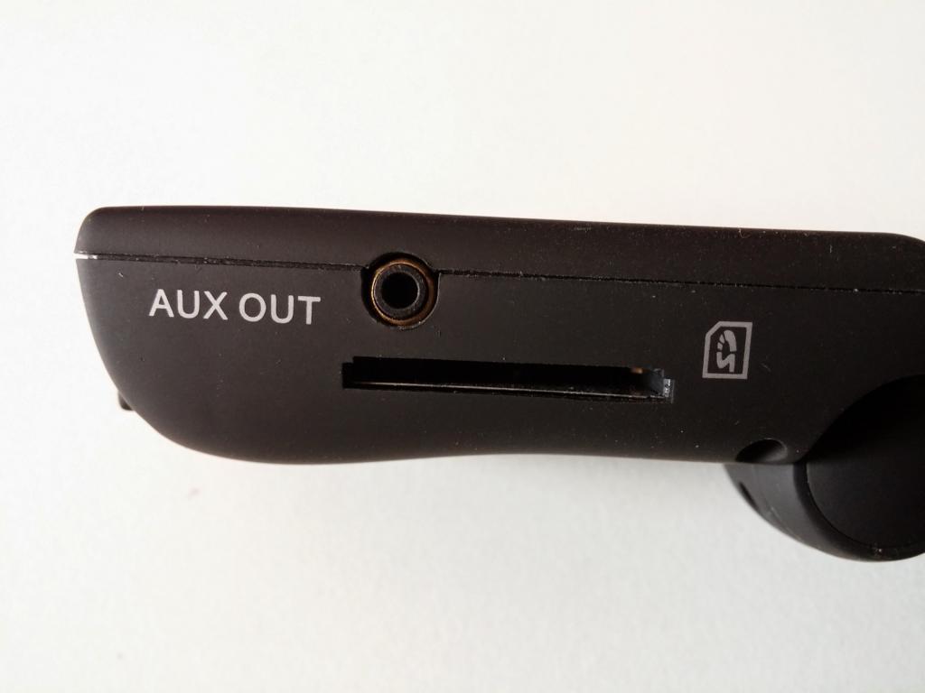 Mumbi FM Transmitter Aux Out und SD Karten Slot