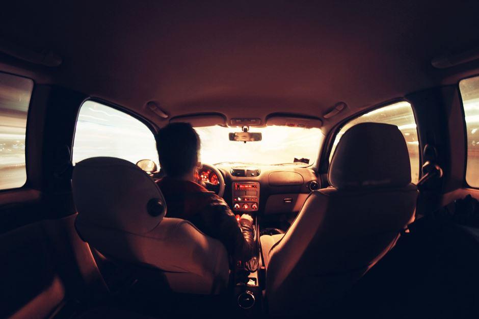Auto innenraum braun rot töne